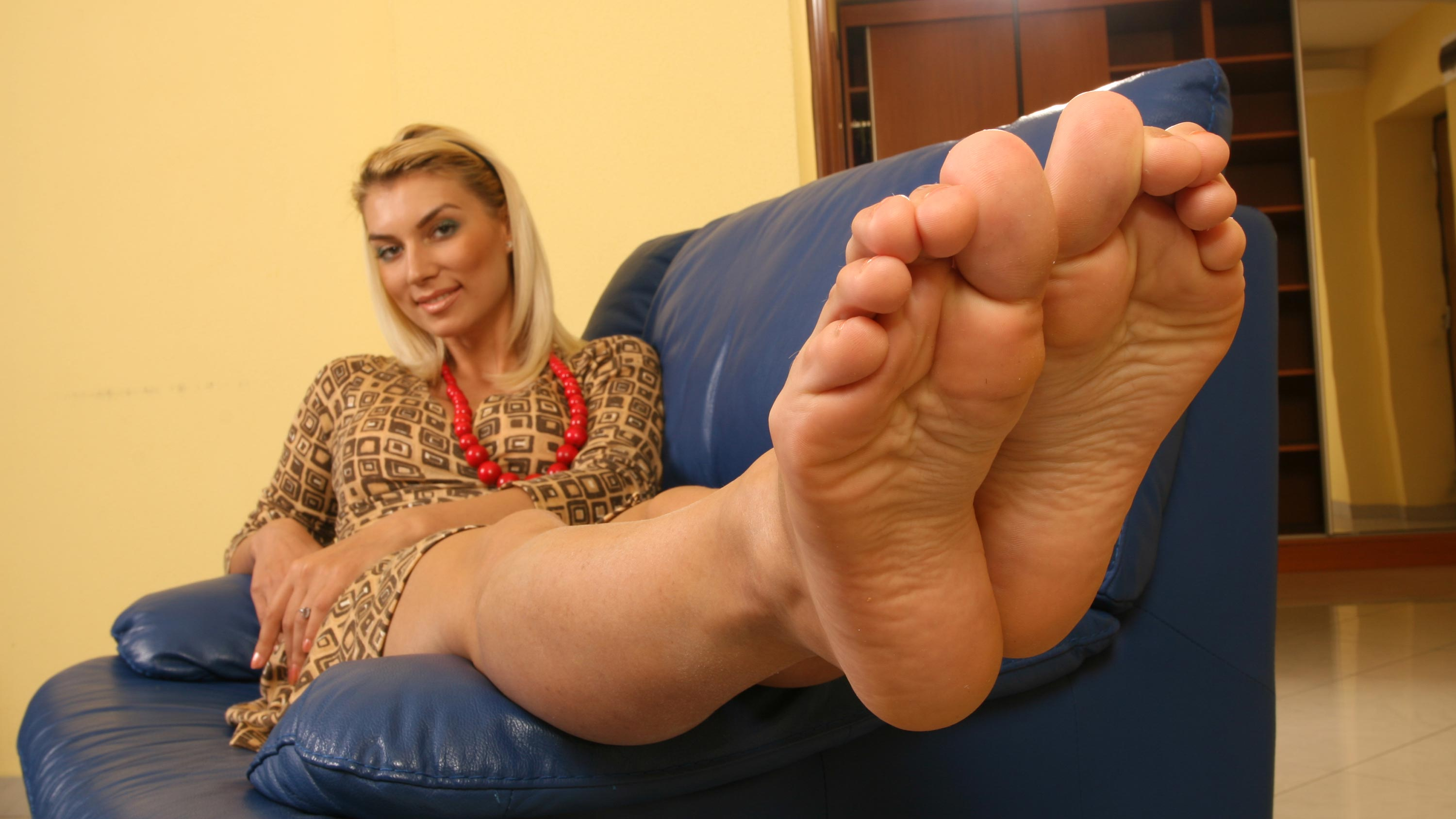blonde-sexy-feet-in-water-free-threesome-raw-tube-movies